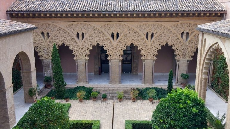 Palacio de la Aljaferia patio