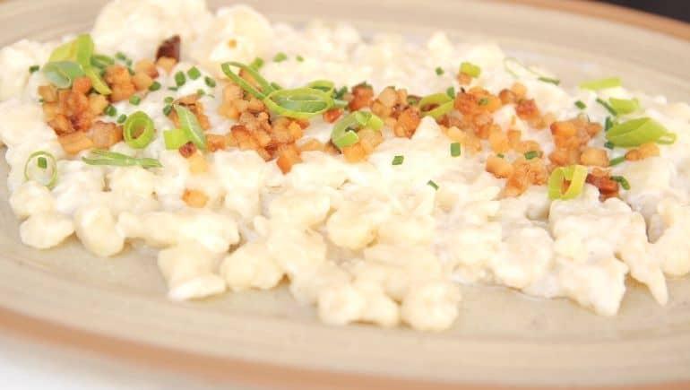 Bryndzové halušky, uno de los platos típicos de Eslovaquia
