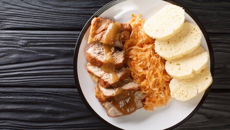 Vepřo knedlo zelo, un plato típico de Eslovaquia