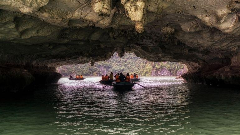 Bahía de Ha Long: Luon Cave