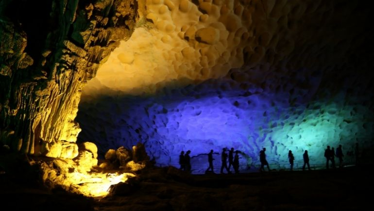 Bahía de Ha Long cuevas: Cueva Sung Sot