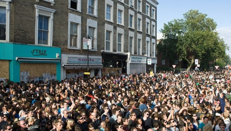 Multitud en el carnaval de Notting Hill