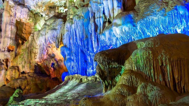 Cuevas en la Bahía de Ha Long