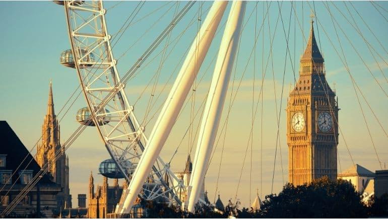 La noria de Londres junto al Big Ben