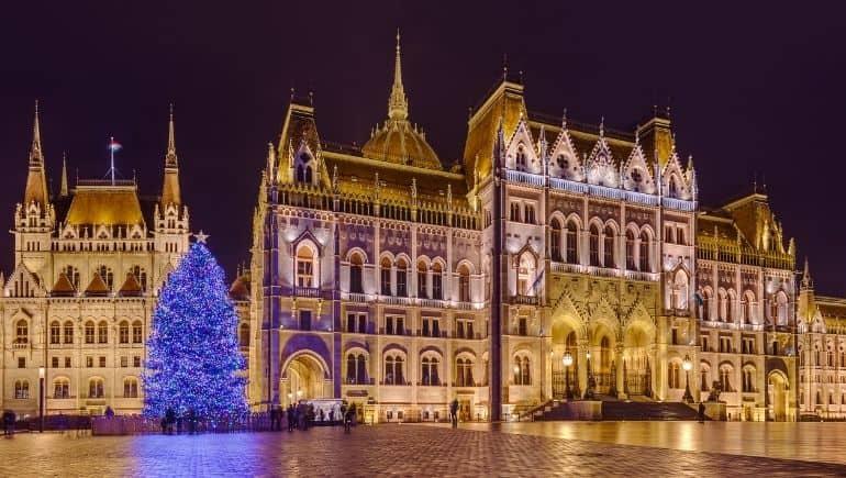 Parlamento de Budapest en Navidad
