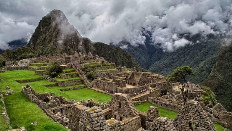 Consejos para visitar Machu Picchu - Presenciar la bruma y el cielo abriendo