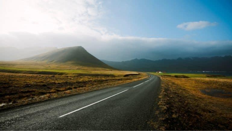 Viaje en carretera por Islandia en verano